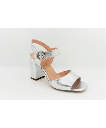 Dámske strieborné sandálky SALA